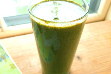 banana spinach and cacao nib smoothie